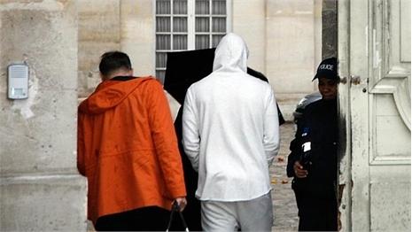 """Benzema ngồi tù 48 giờ vì dùng """"clip sex"""" tống tiền Valbuena"""
