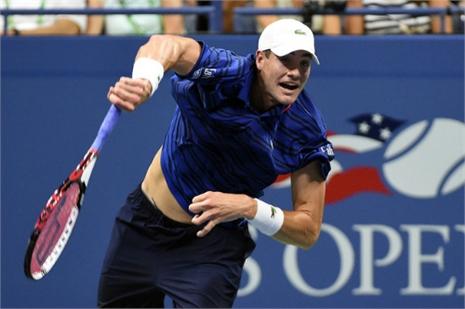 Pha giao bóng 'ném gạch' của Isner khuất phục Federer