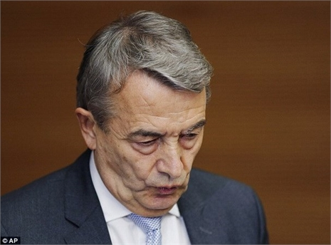 Chủ tịch LĐBĐ Đức từ chức vì bê bối 'quỹ đen'