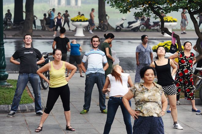 morning exercises, expats, foreigners, hoan kiem lake