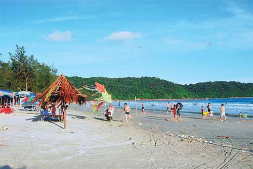 Co To Island, wild beaches, Cai Rong Town, Van Don District