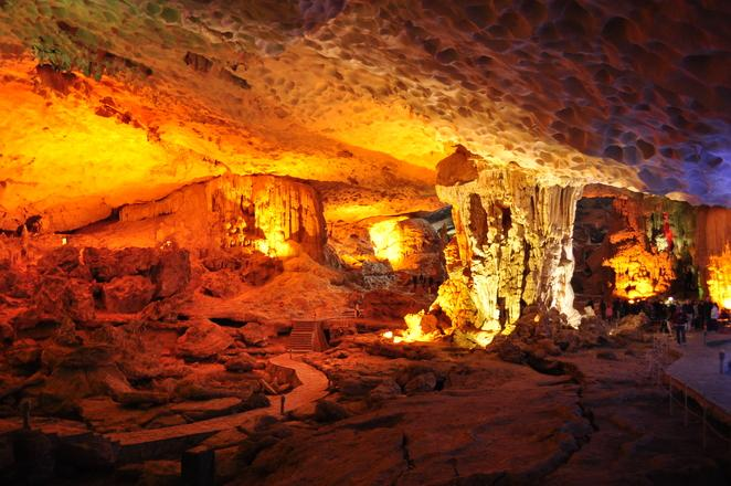 In pictures: Shimmering beauty of Sung Sot cave - News VietNamNet