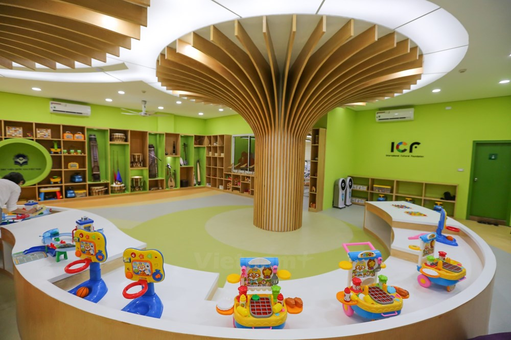 """First """"five-star"""" library for children opens in Vietnam"""