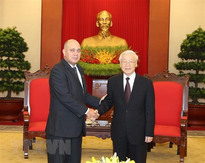Hanoi delegation concludes Australia visit; Vietnam, Laos cooperate to develop border trade; Officials, diplomats pay respect to President Tran Dai Quang in Cuba, China, Poland; President Tran Dai Quang remembered in his homeland