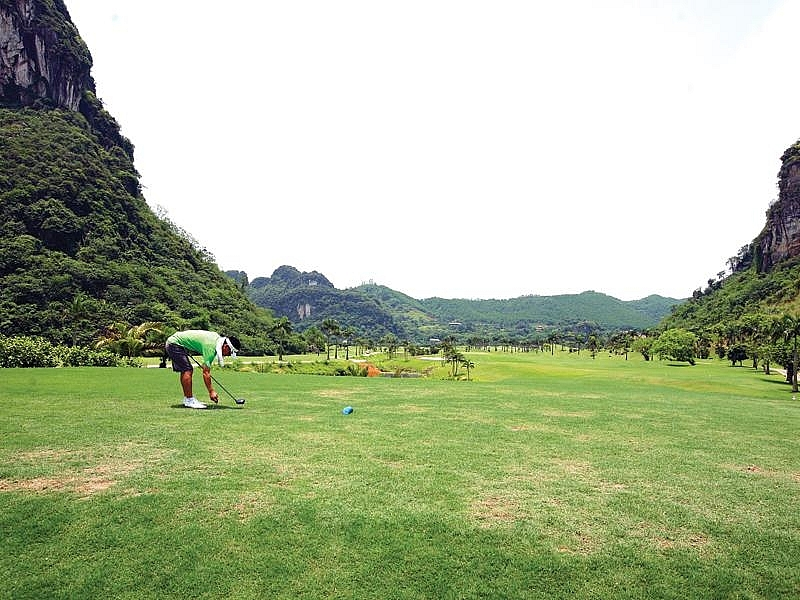 Manage golf course investment by conditions, vietnam economy, business news, vn news, vietnamnet bridge, english news, Vietnam news, news Vietnam, vietnamnet news, vn news, Vietnam net news, Vietnam latest news, Vietnam breaking news