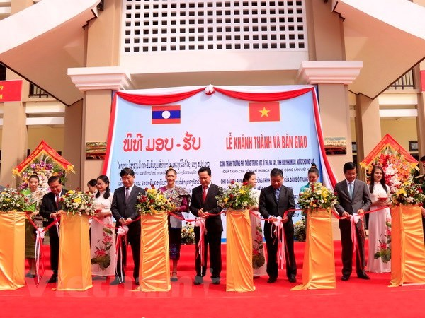 Russia's Tula Oblast boosts cooperation with Vietnamese localities, School funded by Vietnamese Party leader handed over to Laos, Party, State leader attends solidarity festival in Dak Lak province