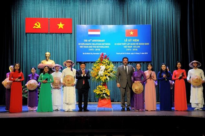 Mexican intellectuals commend Vietnam's achievements, Deputy PM requests suitable time for power price changes next year, Vietnam-Netherlands diplomatic ties anniversary marked