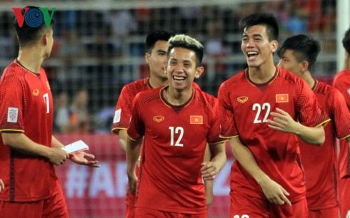 National footbal team receives VND1.1 billion reward after Malaysia victory