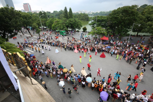 Hoan Kiem pedestrian streets expect diverse cultural, sports events in Dec., entertainment events, entertainment news, entertainment activities, what's on, Vietnam culture, Vietnam tradition, vn news, Vietnam beauty, news Vietnam, Vietnam news, Vietnam ne