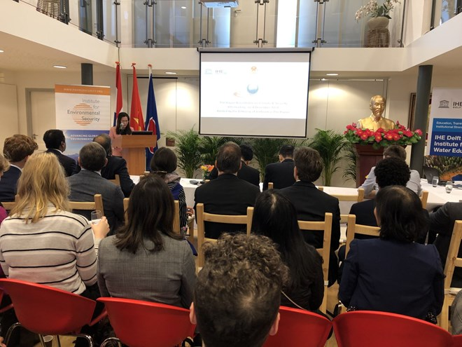 Vietnam hosts roundtable on climate, security in Netherlands, Vietnam environment, climate change in Vietnam, Vietnam weather, Vietnam climate, pollution in Vietnam, environmental news, sci-tech news, vietnamnet bridge, english news, Vietnam news, news Vi