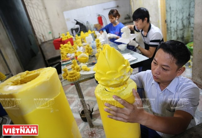 The art of candle carving, entertainment events, entertainment news, entertainment activities, what's on, Vietnam culture, Vietnam tradition, vn news, Vietnam beauty, news Vietnam, Vietnam news, Vietnam net news, vietnamnet news, vietnamnet bridge