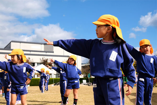 Japanese town,  pay cash for kids