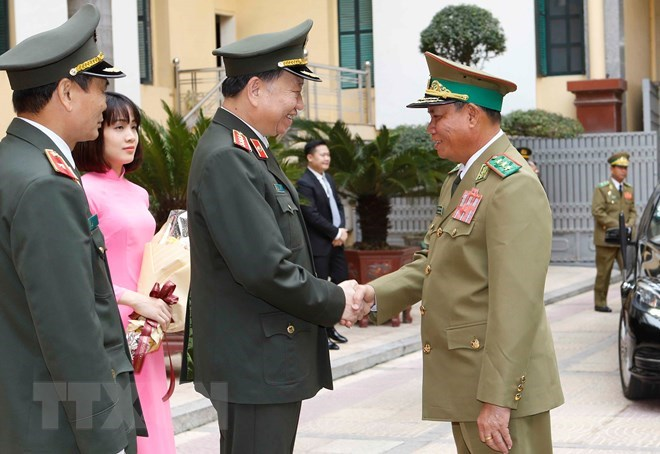 Vietnamese, Lao Ministries of Public Security step up cooperation