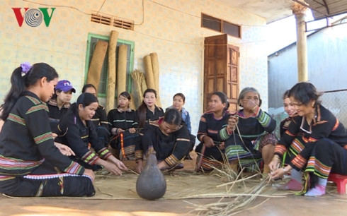 Jarai people's Pran mat craft, entertainment events, entertainment news, entertainment activities, what's on, Vietnam culture, Vietnam tradition, vn news, Vietnam beauty, news Vietnam, Vietnam news, Vietnam net news, vietnamnet news, vietnamnet bridge