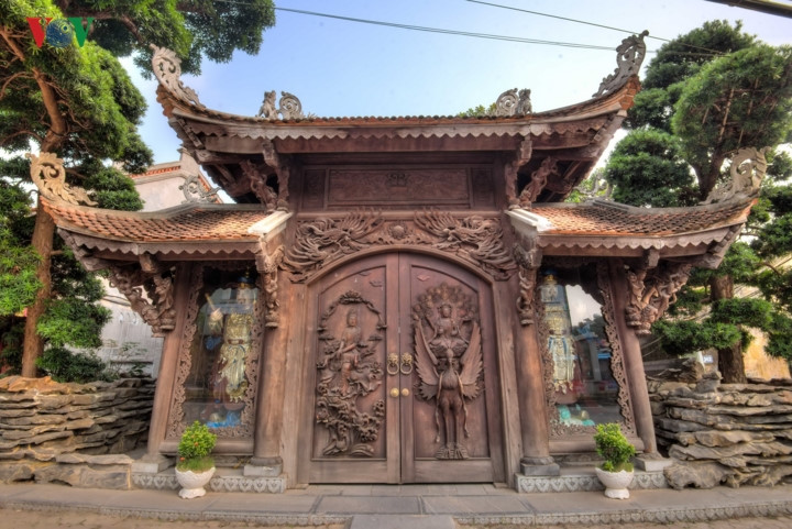Views of ancient Van Nien Pagoda in Hanoi, travel news, Vietnam guide, Vietnam airlines, Vietnam tour, tour Vietnam, Hanoi, ho chi minh city, Saigon, travelling to Vietnam, Vietnam travelling, Vietnam travel, vn news