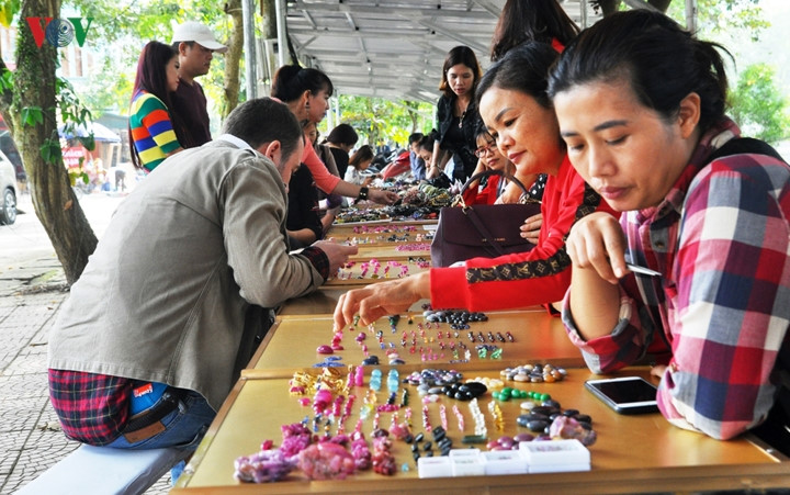 Luc Yen gemstone market in Yen Bai, travel news, Vietnam guide, Vietnam airlines, Vietnam tour, tour Vietnam, Hanoi, ho chi minh city, Saigon, travelling to Vietnam, Vietnam travelling, Vietnam travel, vn news