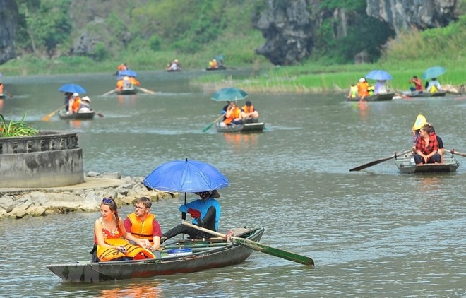 Ben Tre launches online portal to promote tourism, Vietnam's tourism promoted at int'l fair in Germany, Bao Viet wins Asia's most transparent report award, Two-month export of aquatic products up 4.4 percent