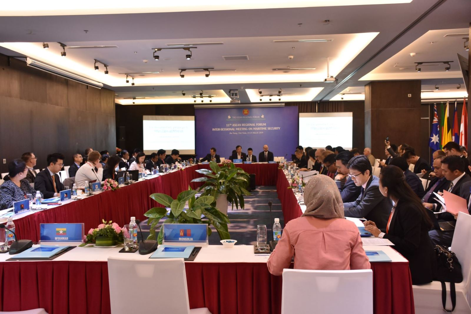 World experts gather in Vietnam for East Sea issues following recent tensions, vietnam economy, business news, vn news, vietnamnet bridge, english news, Vietnam news, news Vietnam, vietnamnet news, vn news, Vietnam net news, Vietnam latest news, Vietnam b