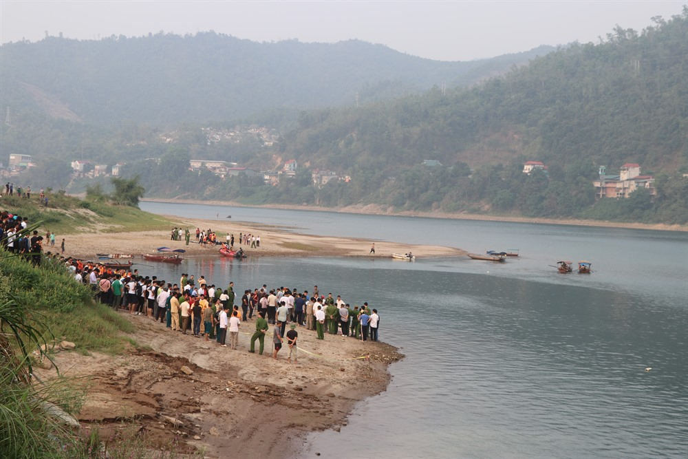 Hoa Binh: Eight students drown in Da River