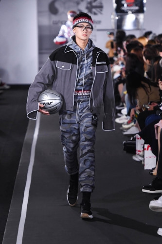 The Face 2018 winner Trung Kien models in Seoul Fashion Week, entertainment events, entertainment news, entertainment activities, what's on, Vietnam culture, Vietnam tradition, vn news, Vietnam beauty, news Vietnam, Vietnam news, Vietnam net news, vietnam