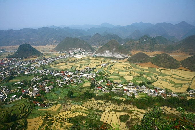 Discovering the twin mountains of Tam Son valley in Ha Giang, travel news, Vietnam guide, Vietnam airlines, Vietnam tour, tour Vietnam, Hanoi, ho chi minh city, Saigon, travelling to Vietnam, Vietnam travelling, Vietnam travel, vn news