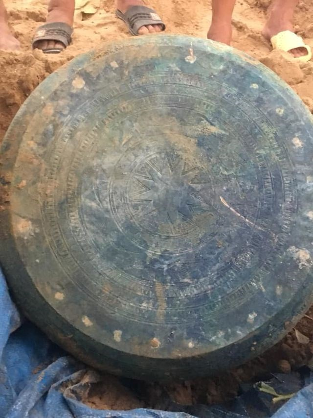 Dong Son-era bronze drum found in Lao Cai, entertainment events, entertainment news, entertainment activities, what's on, Vietnam culture, Vietnam tradition, vn news, Vietnam beauty, news Vietnam, Vietnam news, Vietnam net news, vietnamnet news, vietnamne