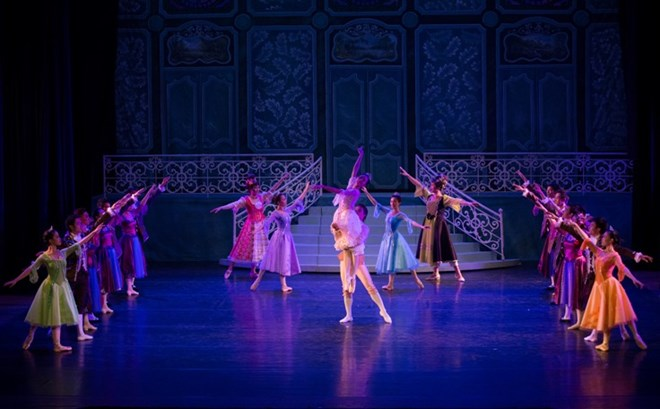 "Vietnamese, Japanese artists perform ""Cinderella"" ballet"