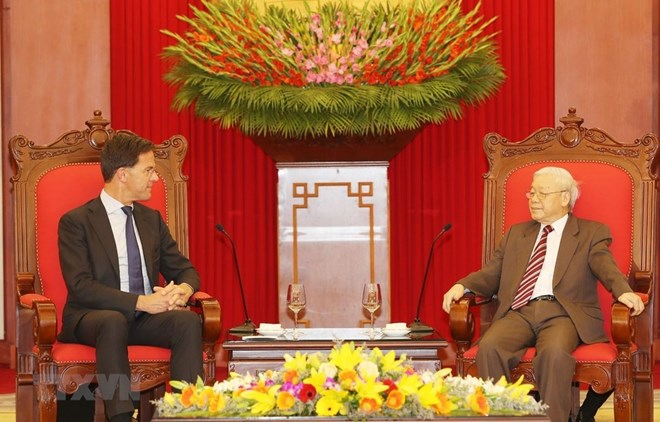 Vietnamese Party, State and NA leaders host Dutch Prime Minister